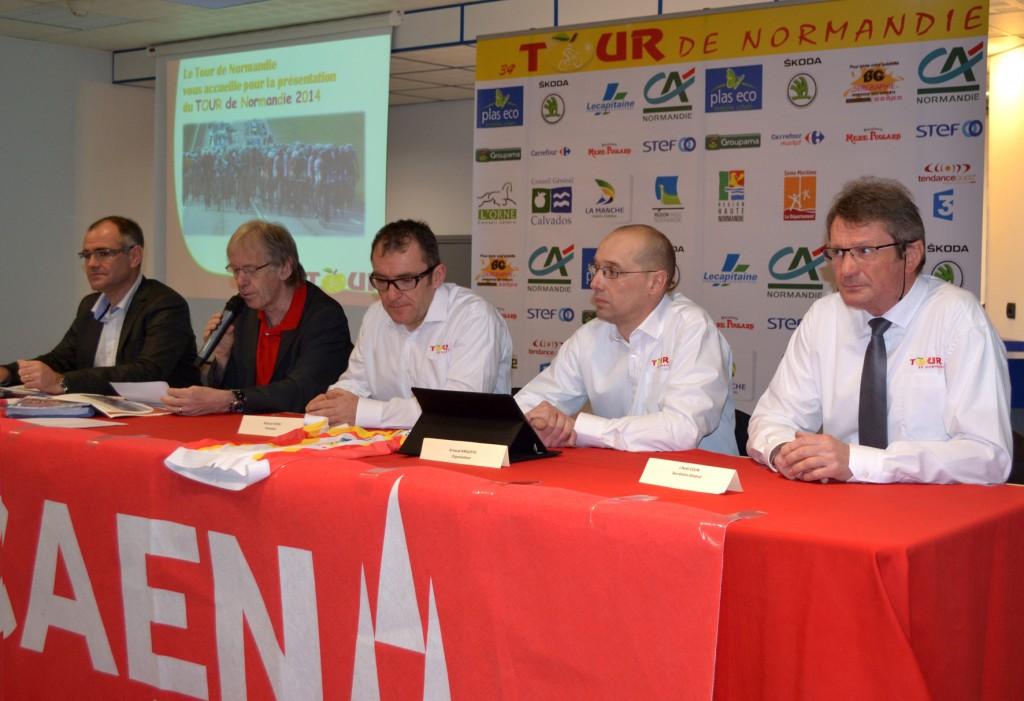 Présentation du Tour de Normandie avec de gauche à droite : Didier Valognes, Daniel Mangeas, Richard Vivien, Arnaud Anquetil et Jean-Noël Colin
